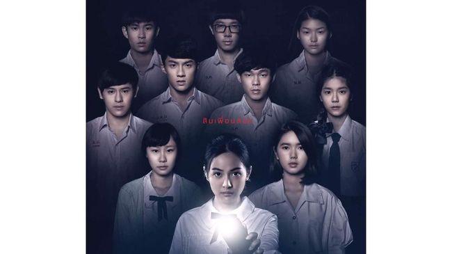 Siam Square merupakan satu dari sekian banyak film horor Thailand yang mengambil latar belakang mitos serta uji nyali.