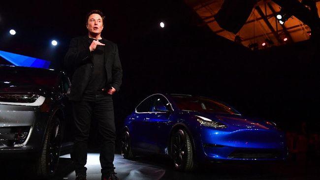 Tesla dituduh membangun jaringan khusus dengan regulator dan upaya memperkuat hubungan dengan pemerintah untuk kepentingan perusahaan.