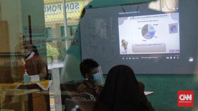 Pemprov DKI Jakarta mulai mencoba pembelajaran tatap muka di puluhan sekolah, mulai dari tingkat SD, SMP, serta SMA/SMK di sejumlah wilayah.