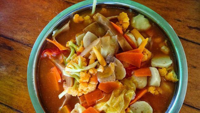 Capcay tumis kuah merupakan menu yang cocok untuk makan sahur di bulan Ramadan. Berikut resep praktis sahur capcay tumis kuah.