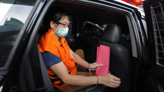 Pengusaha Samin Tan didakwa memberi suap Rp5 M kepada politikus Golkar Eni Maulani Saragih terkait proyek di Kalteng.