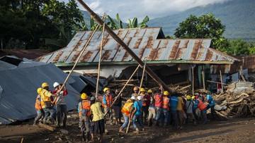 Polda NTT menyatakan tiga pengusaha telah mengatrol harga di luar batas kewajaran saat banyak yang membutuhkan perbaikan akibat bencana dampak siklon seroja.