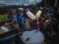 FOTO: Antrean Beli BBM di Lokasi Distribusi Darurat Flores