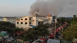 FOTO: Amuk Pedemo Myanmar Hanguskan Pabrik China