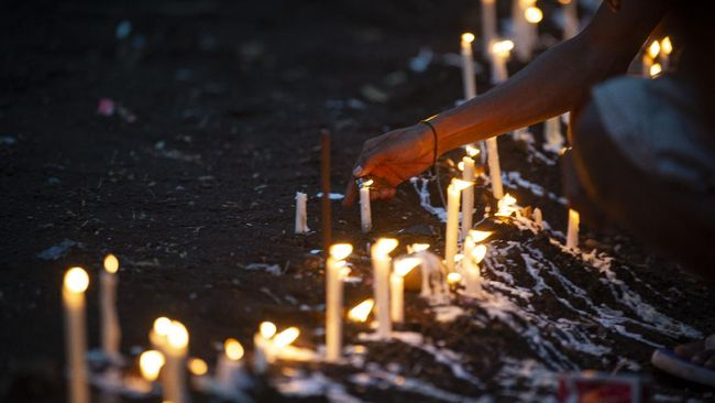 Jumlah korban meninggal akibat banjir bandang dan longsor yang terjadi di NTT pada Minggu (4/4) bertambah hingga 181 orang.