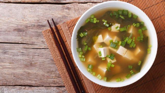 Sup tahu telur adalah menu praktis dan cocok untuk sahur di bulan Ramadan. Anda bisa mencoba resep sup tahu telur berikut ini.