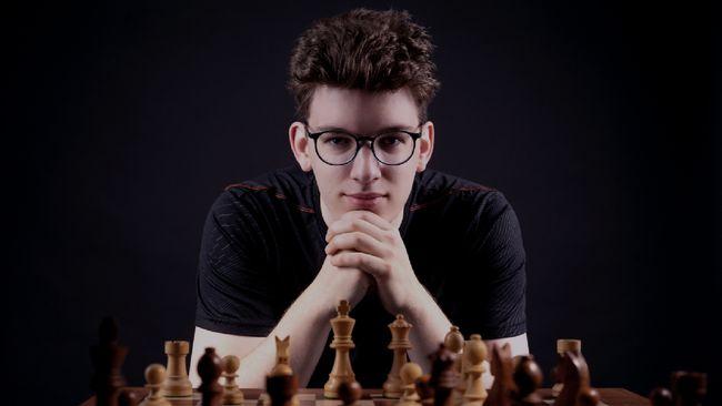Grand Master catur asal Polandia, Jan-Krzysztof Duda membuat kejutan di akhir tahun 2020 dengan mengalahkan pecatur nomor satu dunia, Magnus Carlsen.
