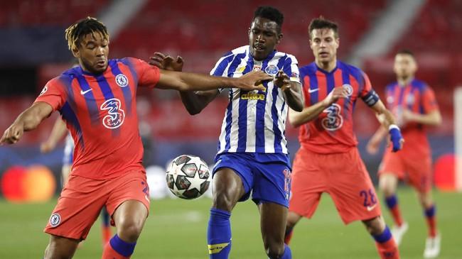 Chelsea memperbesar peluang lolos ke semifinal Liga Champions usai menang 2-0 atas tuan rumah FC Porto.