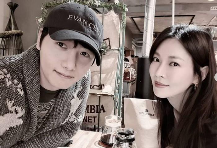 Enggak cuma ketika dapat job bareng, Kim Seo Yeon dan Lee Sang Woo juga sering banget quality time berdua! Pantas saja kalau mereka selalu terlihat mesra / foto: instagram.com/sysysy1102