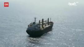 VIDEO: Kapal Pasukan Iran Diserang di Laut Merah