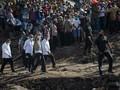FOTO: Sambutan Warga Korban Banjir NTT Saat Jokowi Tiba