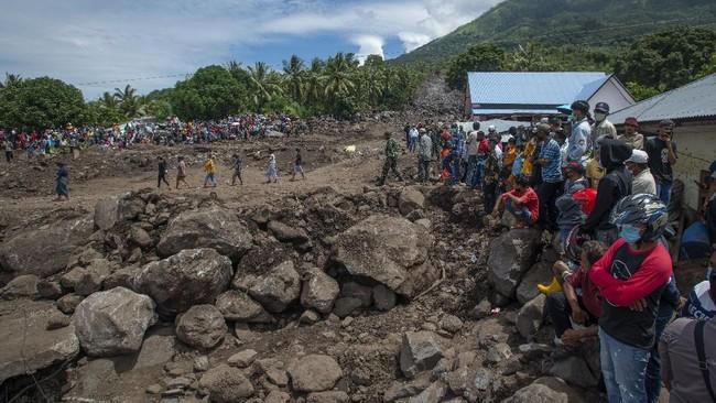 Presiden RI Joko Widodo yang akan meninjau lokasi tanah longsor di Desa Nelelamadike, Ile Boleng, Kabupaten Flores Timur, NTT.