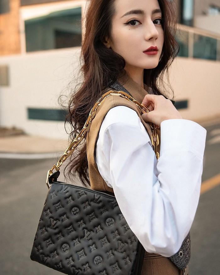 Bicara soal artis China tercantik, Dilraba Dilmurat tentu enggak akan ketinggalan buat disebutkan. Artis tercantik China kelahiran 1992 ini aktif dibidang akting dan telah membintangi berbagai judul serial drama (Foto: www.instagram.com/dilrabaxx63).