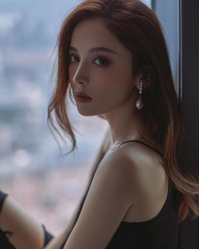 Tak hanya Dilraba Dilmurat, ada artis tercantik China yang ternyata punya garis keturunan suku Uighur. Ialah Gulnazar yang dikenal sebagai aktris dan model populer di China. (Foto: www.instagram.com/nz0502).