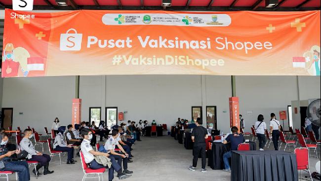 Shopee menghadirkan Pusat Vaksinasi Shopee di Bandung, bekerja sama dengan Kementerian Kesehatan, Pemerintah Provinsi Jawa Barat, dan Pemerintah Kota Bandung.