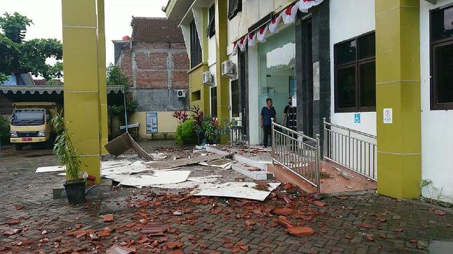 Kepala bidang Mitigasi Gempa Bumi dan Tsunami BMKG Daryono menjelaskan guncangan gempa tektonik susulan ke-8 pada Minggu (11/4) pagi pukul 06.54.58 WIB.