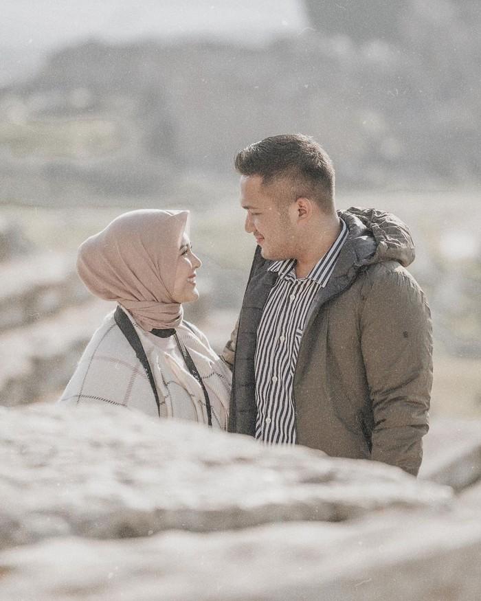Artis berdarah Belanda-Indonesia inidan sang suami, diketahui sedang menikmati liburan di Turki. Keduanya nampak serasi dan memancarkan kebahagiaan pada momen honeymoon tersebut. Hal ini tampak dari foto-foto yang diunggah di akun Instagramnya. (Foto: Instagram.com/kesharatuliu05)