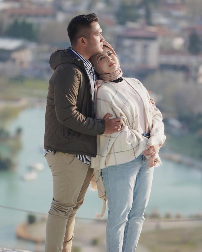 Sebelumnya, mereka sudah berkunjung ke Pulau Dewata Bali untuk menikmati honeymoon pertama. Kali ini, keduanya memilih menjelajahi Turki di honeymoon kedua. (Foto: Instagram.com/kesharatuliu05)