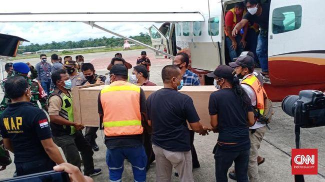 Aparat Polda Papua saat ini tengah memburu terduga pelaku penembakan dua guru di wilayah Beoga, Papua yang telah teridentifikasi.