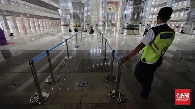 Masjid Isitiqlal kembali menggelar ibadah berjamaah, termasuk salat tarawih selama bulan Ramadan. Jumlah jemaah akan dibatasi hanya sekitar 2.000 orang.