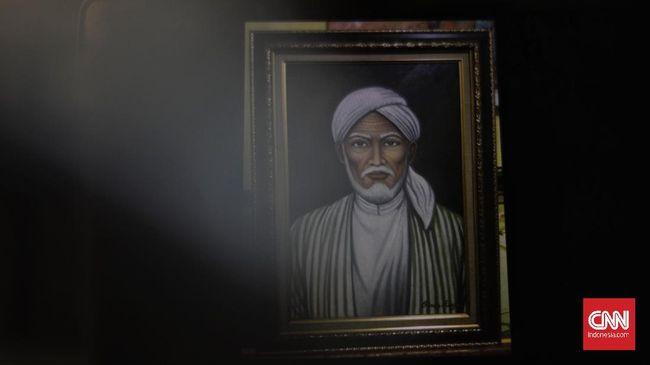 Sunan Ampel dikenal sebagai salah satu poros penting dalam peralihan Majapahit yang menganut Hindu-Budha menjadi Islam.