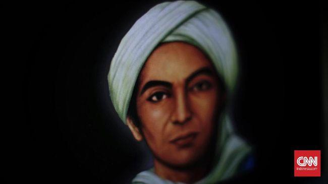 Jika sang ayah, Kalijaga terkenal bertapa di tepi sungai hingga ditumbuhi semak belukar, Sunan Muria melakukan Tapa Keli, bertapa menghanyutkan diri di sungai.
