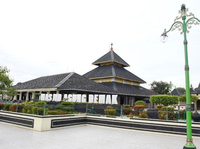 Legenda Pintu Penangkal Petir di Masjid Agung Demak