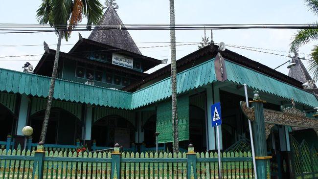 Kerajaan Banjar adalah kerajaan bercorak Islam yang merupakan kelanjutan dari Kerajaan Negara Daha. Berikut sejarah singkat Kerajaan Banjar dan peninggalannya.