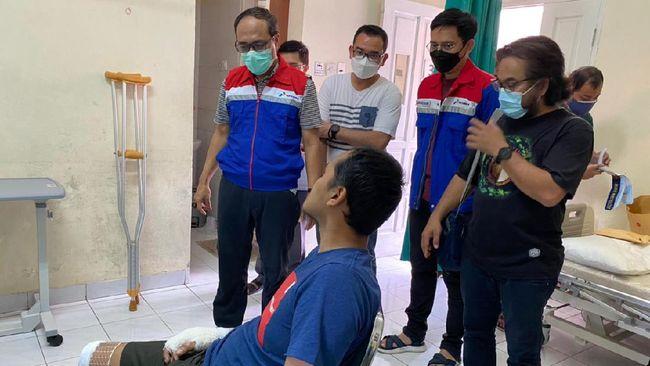 4 korban insiden kebakaran Kilang Balongan pulang kembali ke rumah setelah 13 hari menjalani perawatan luka bakar di RS Pertamina Balongan pada Minggu (11/4).