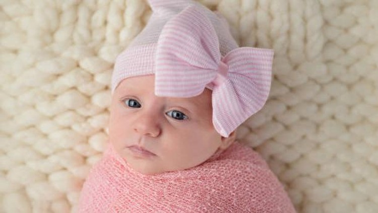 Bawa keceriaan musim panas pada diri Si Kecil dengan memberinya nama bayi perempuan yang terinspirasi dari sana. Simak daftarnya di sini Bunda.