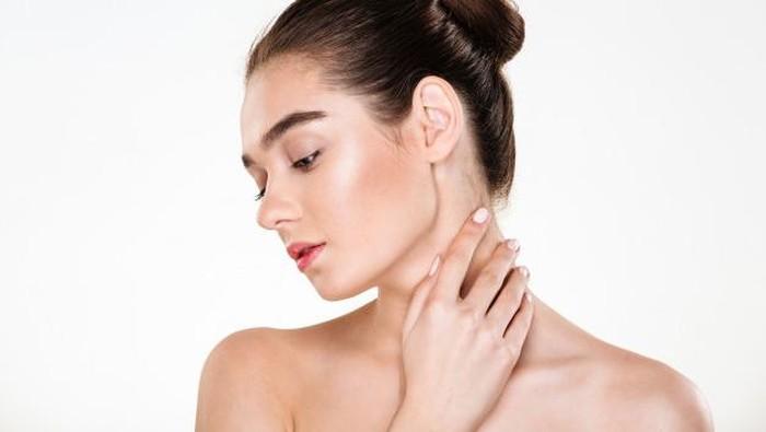 3 Tips untuk Merawat Kulit Leher Lebih Mulus dan Cerah