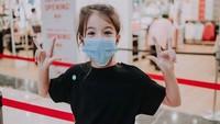 <p>Potret Mila yang sedang memakai masker pun mendapat pujian cantik dari para netizen. (Foto: Instagram @vjdaniel)</p>