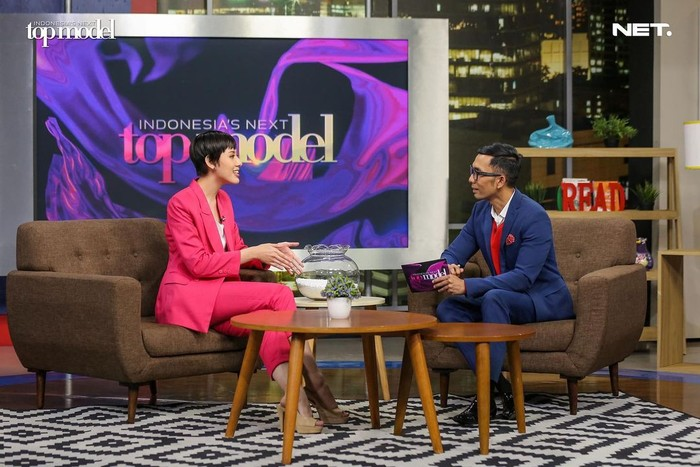 Lagi-lagi Gea menunjukkan kemampuannya dalam public speaking dengan memenangkan challenge interview bersama Indra Herlambang. (Foto: intm_nettv/Instagram.com/intm_nettv)