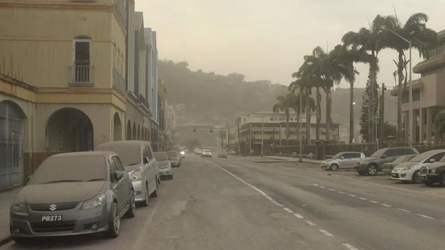 Gunung berapi La Soufriere di Pulau Saint Vincent, Karibia, meletus menyebabkan hujan abu hingga Barbados.