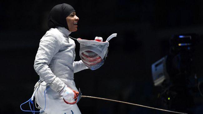 Ibtihaj Muhammad tenar di Olimpiade 2016 dan dianggap sebagai pengubah citra atlet wanita muslim di pentas internasional.