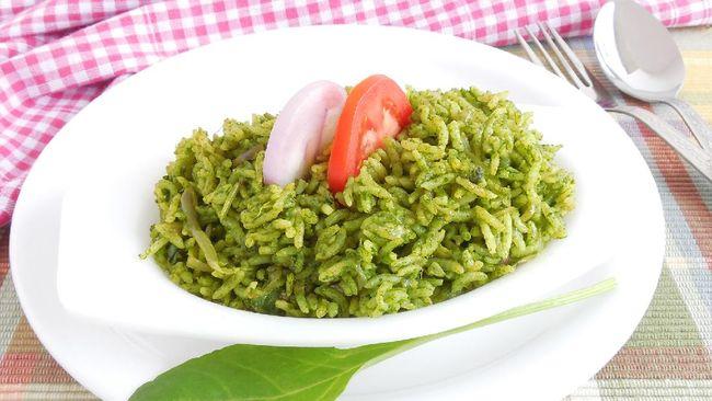 Nasi goreng jadi menu andalan untuk dimasak karena mudah dibuat. Berikut resep praktis untuk berbuka puasa, nasi goreng ijo.