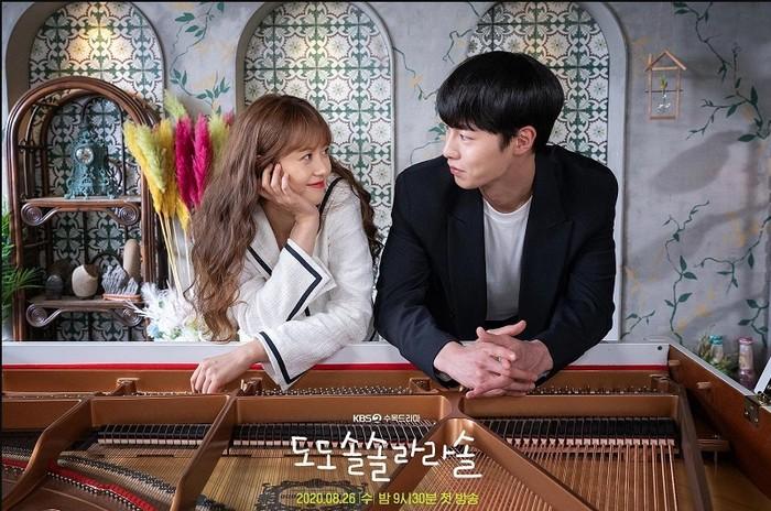DoDoSolSolLaLaSol, drama ringan bergenre romantis ini menghadirkan interaksi gemas antara Lee Jae Wook (1998) cowok cool yang diam-diam bucin dengan Go Ara (1990) si gadis lugu / foto: kbs.co.kr