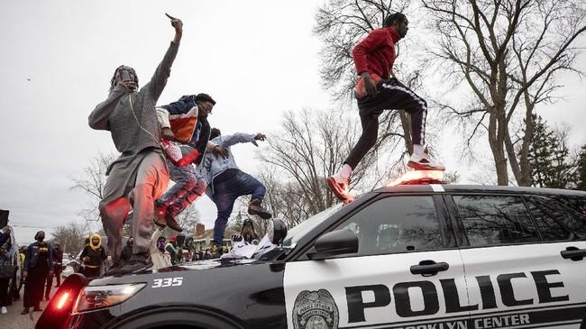 Aksi demo di Minnesota, AS dipicu penembakan seorang warga kulit hitam berujung bentrok dengan aparat kepolisian setempat.