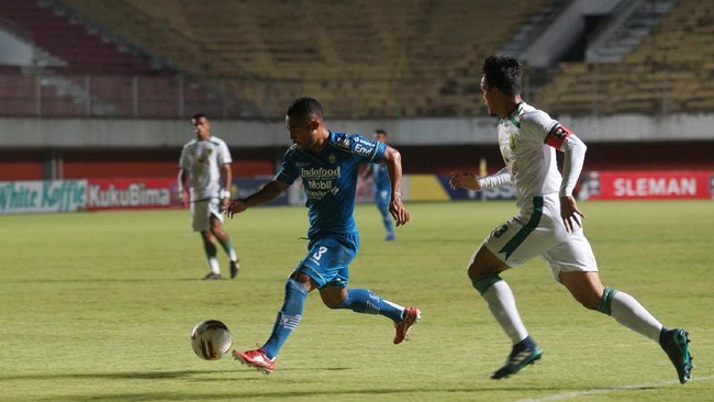 Persib Bandung mengalahkan Persebaya Surabaya 3-2 di perempat final Piala Menpora 2021 berkat tiga gol di babak pertama.
