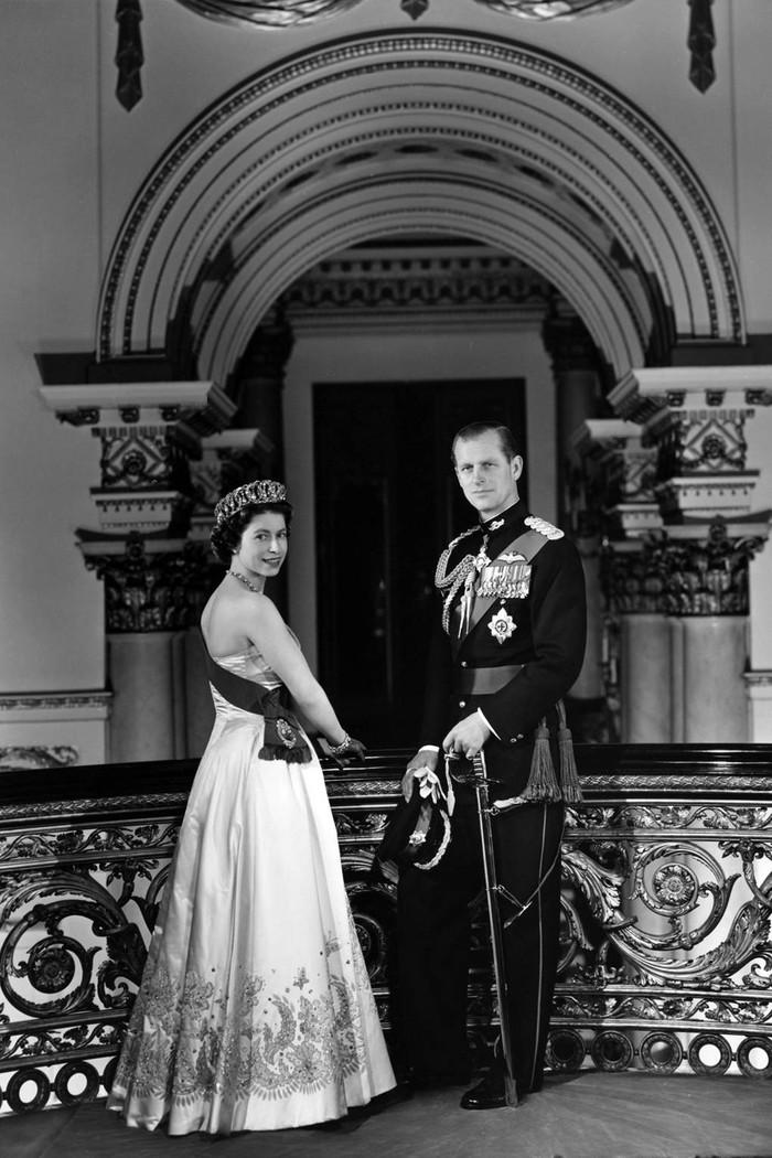 Queen Elizabeth II dan Prince Philip of Greece and Denmark tahun 1958. Foto: tatler.com