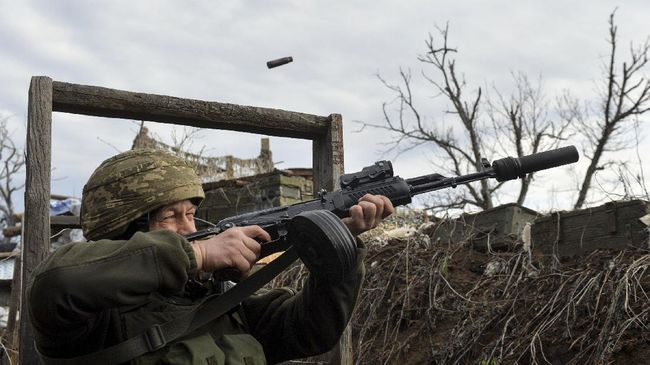 Rusia akan menghentikan latihan militer besar-besaran di Crimea secara bertahap mulai hari ini, Jumat (23/4), di tengah peningkatan ketegangan dengan Ukraina.