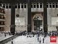 Suka Cita Warga Tarawih Perdana di Masjid Istiqlal