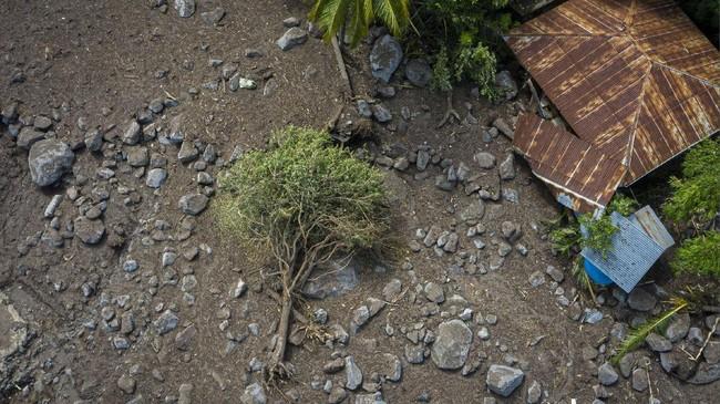 Banjir bandang dan tanah longsor telah menyisakan luka dan kerusakan hebat di Pulau Lembata dan Pulau Adonara, Nusa Tenggara Timur.