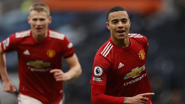 Man Utd memangkas jarak dengan Man City dalam klasemen Liga Inggris setelah meraih kemenangan atas Burnley, Minggu (18/4) malam waktu Indonesia.
