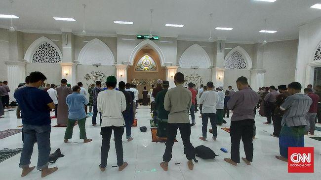 Imam dan jemaah Masjid Shodri Asshidiq, Jakarta Timur sama-sama menyambut ibadah bersama karena tahun sebelumnya cuma bisa tarawih di rumah.