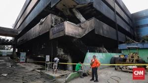 FOTO: Hangus dan Jelaga Sisa Kebakaran Pasar Minggu