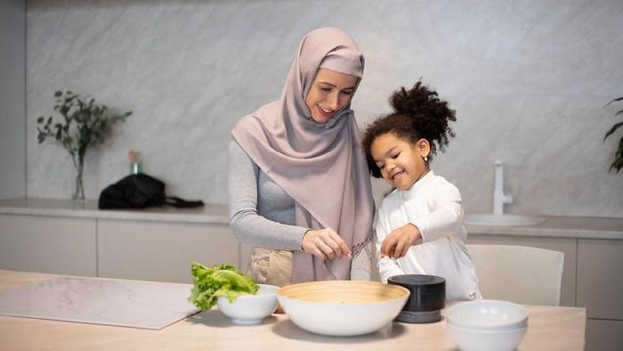 5 Langkah Mudah Ajak Si Kecil Puasa Ramadan Tanpa Paksaan