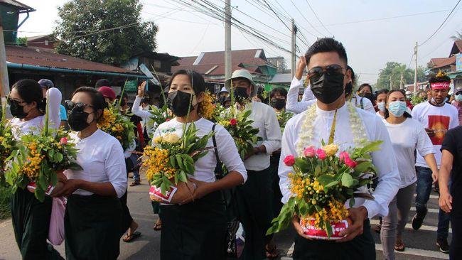Para aktivis Myanmar membatalkan festival Tahun Baru Thingyan yang biasanya diisi dengan membersihkan patung Buddha demi menggelar aksi bisu menentang kudeta.