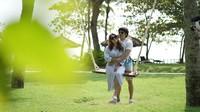 <p>Enggak jarang, beberapa potret kebahagiaan mereka bikin <em>netizen</em> jadi gemas. Keduanya benar-benar terlihat sangat manis ya, Bunda. (Foto: Instagram @aurelie.hermansyah)</p>