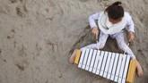 Konsep sekolah di pinggir pantai ini dilakukan dalam rangka mendekatkan anak dengan udara terbuka dan memberikan mereka kualitas udara terbaik selama belajar.